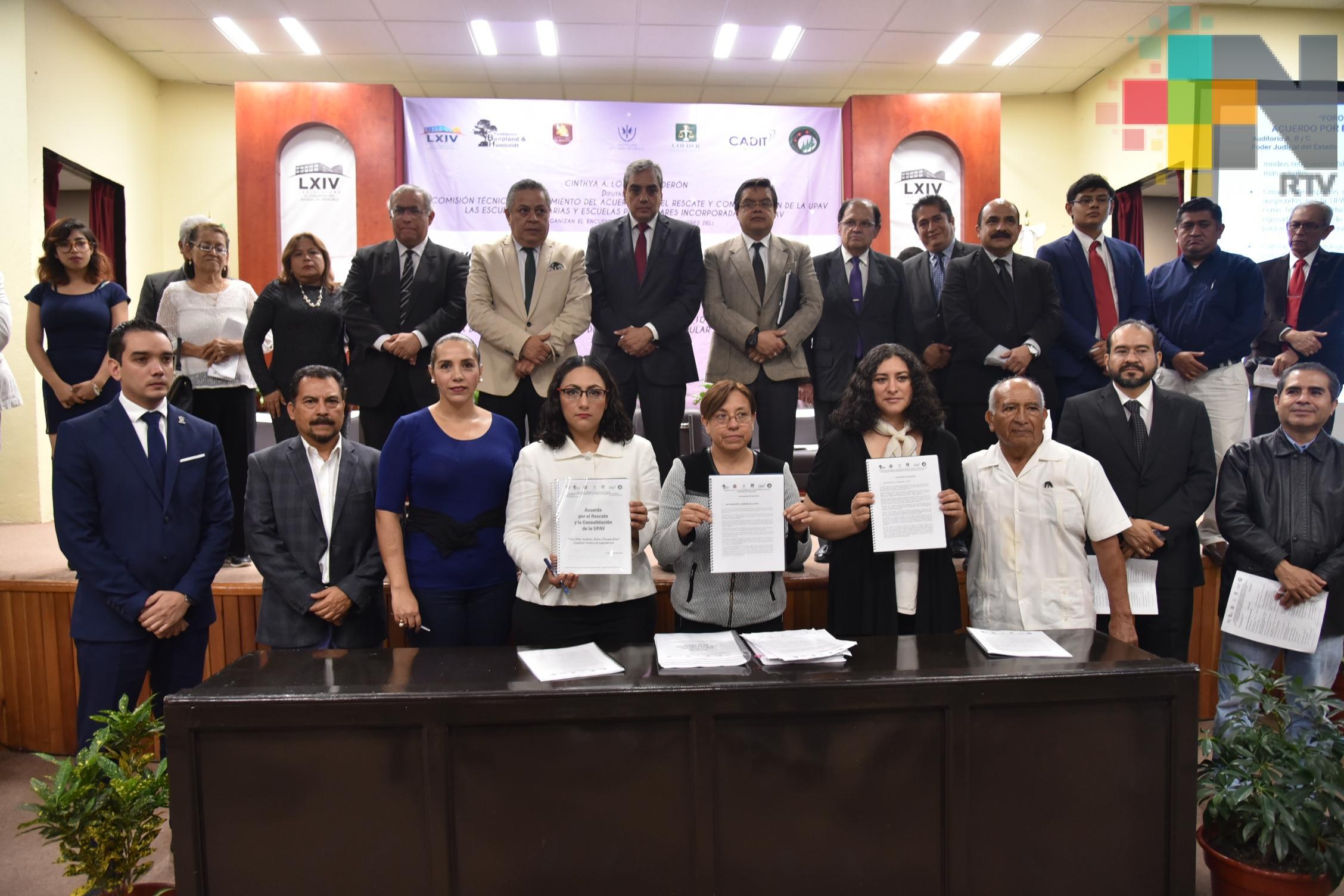 Recibe diputada Cinthya Lobato acuerdos para el rescate de la UPAV
