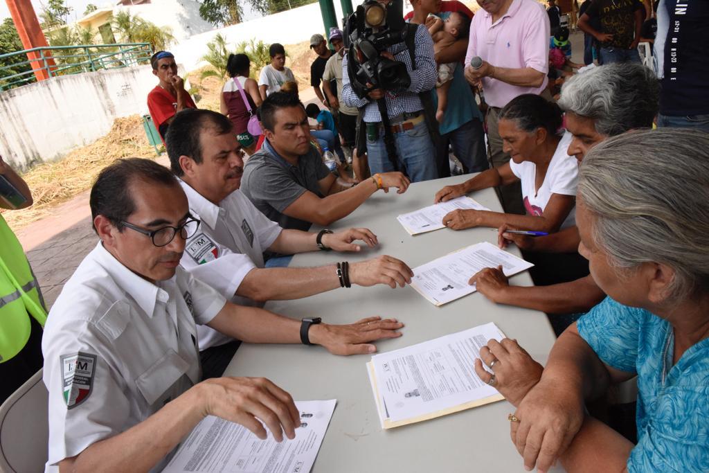 Más de 100 centroamericanos se benefician con la entrega de los primeros permisos laborales