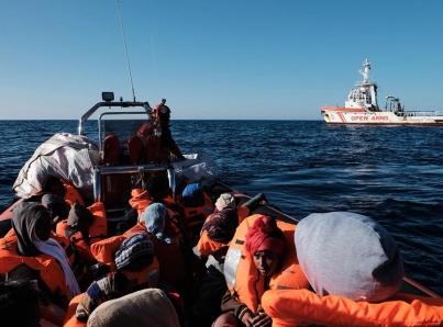 """Italia acusa a Francia de """"descargar"""" a migrantes en su territorio"""