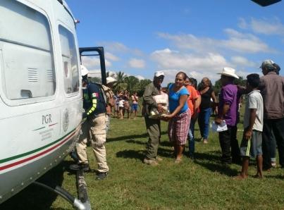 Helicópteros de PGR trasladan 11 toneladas de víveres a Sinaloa y Nayarit