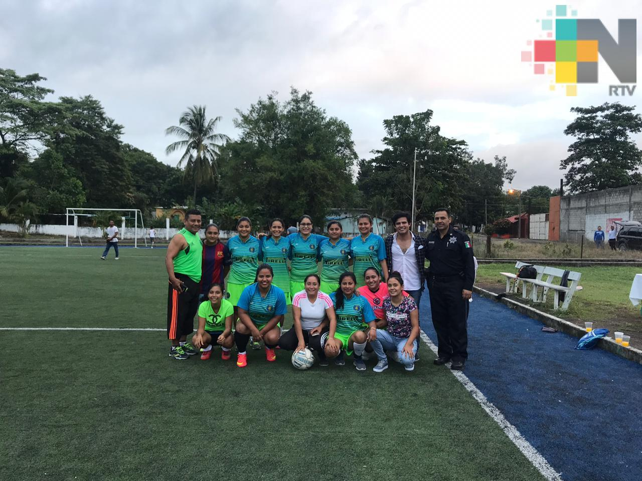 Partido de fútbol soccer entre mujeres promueve la prevención del delito