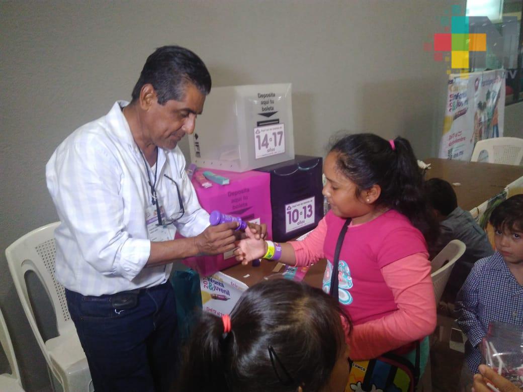 Plaza Acuario registra importante participación de niños y jóvenes en consulta nacional