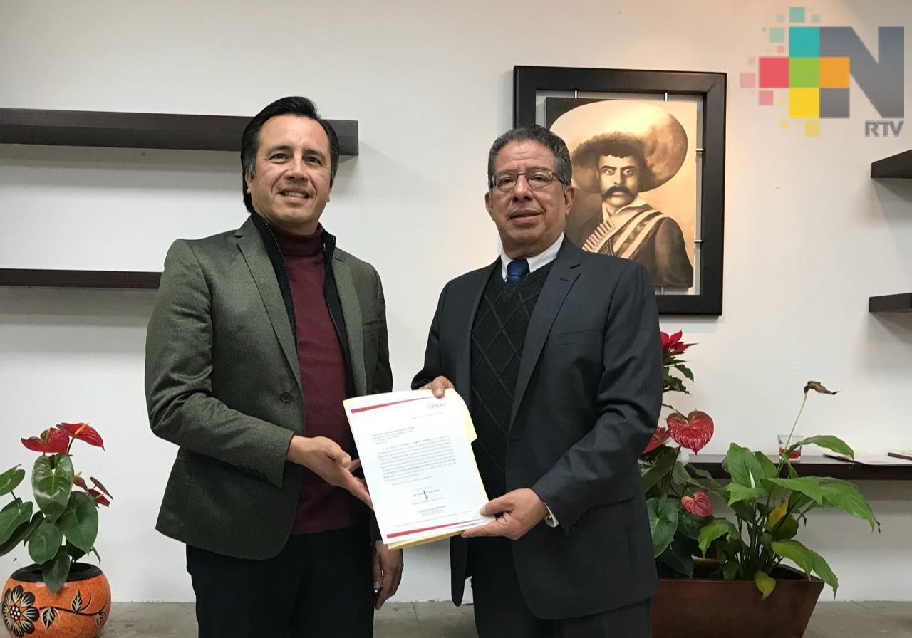 Entrega Cuitláhuac García solicitud al Congreso para rendir protesta desde el primer minuto de diciembre