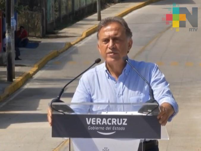 Inaugura el gobernador Yunes Linares obras carreteras en Teocelo