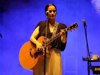 Julieta Venegas sigue los pasos de Charly García en programa biográfico
