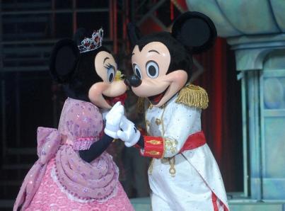 Cantan a Mickey Mouse «Las mañanitas» por su cumpleaños número 90