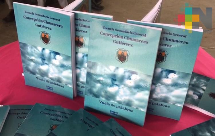 """Presentan en Tierra Blanca, libro """"vuelo de palabras"""""""