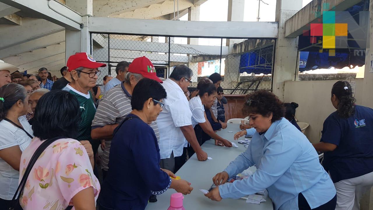 Entrega masiva de credenciales de Inapam y torneo de adultos mayores en Córdoba