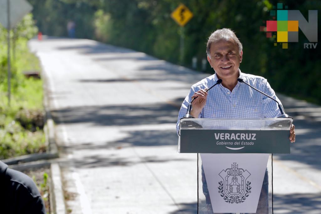 Inaugura el gobernador Yunes la carretera Alto Lucero – Madroño – Plan de las Hayas – Topilitos – Palma Sola