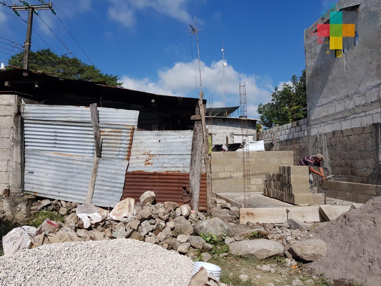 Avanza construcción de cuartos dormitorios en el municipio de Yanga