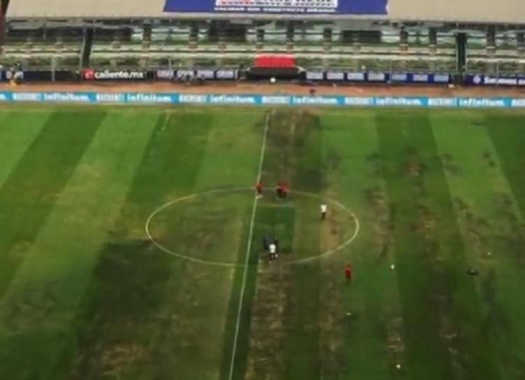 NFL cancela partido en México por mal estado de la cancha del Azteca