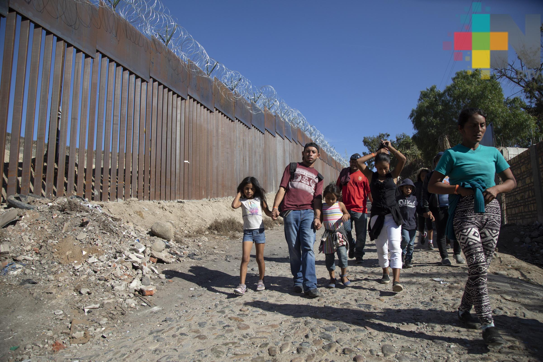 Más de 400 inmigrantes logran cruzar frontera de EUA por Texas