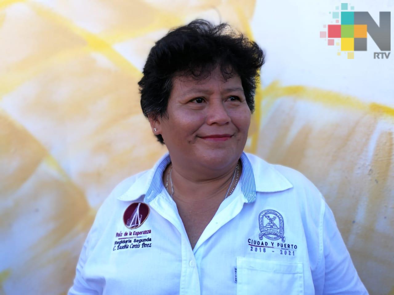 En Coatzacoalcos las 50 obras en escuelas registran un avance del 70%: Regidora