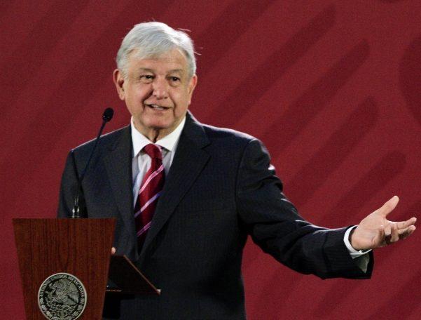 Gobierno alista estrategia contra robo de combustible, afirma López Obrador