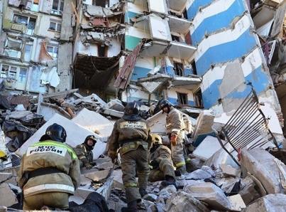 Explosión en edificio de Rusia deja cuatro muertos y hasta 40 atrapados
