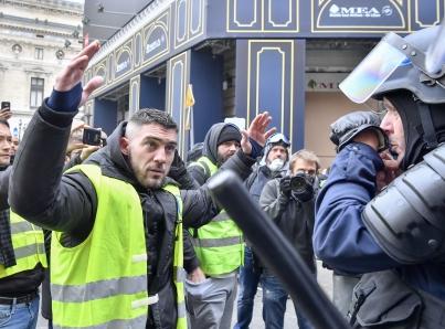 """Francia endurece medidas contra los """"chalecos amarillos"""""""