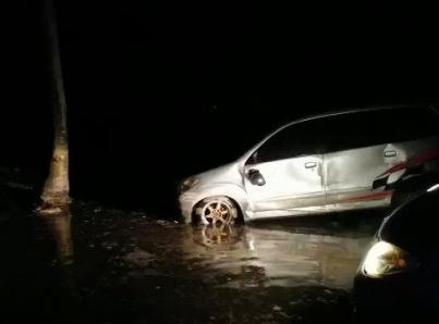 Tsunami de origen volcánico en Indonesia ha dejado 62 muertos