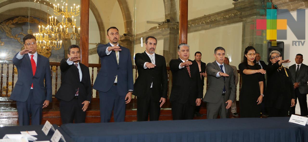 Israel Benítez y Óscar Juanz toman protesta como subdirectores en CONADE