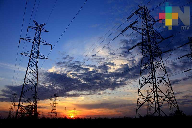 Restablece CFE suministro de energía en el país