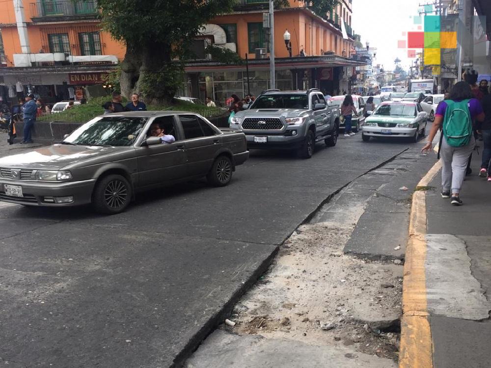 Reportan hoyos de la calle Revolución, en Xalapa