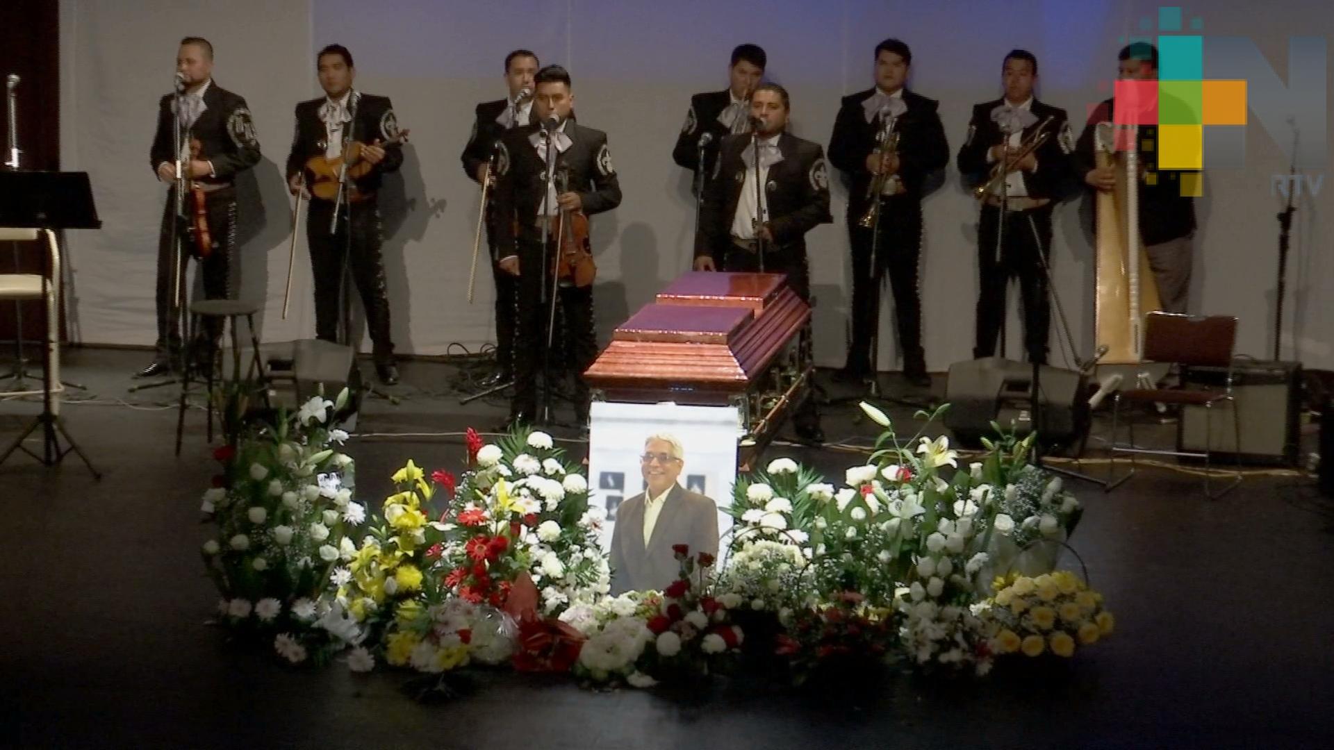 Con homenaje despiden restos de Arturo Meseguer