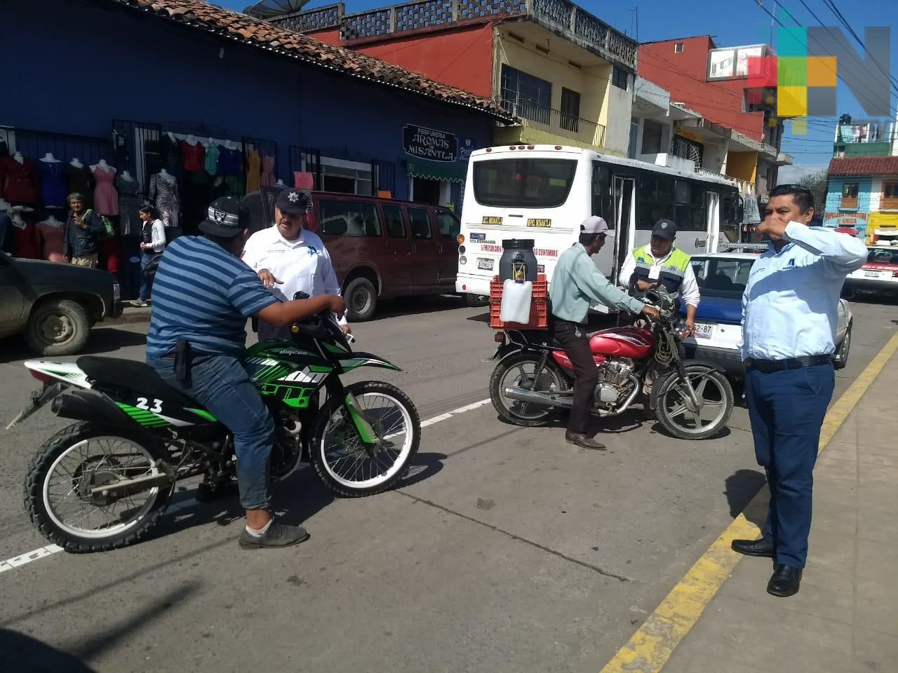 Sin infraccionar, agentes de Tránsito tratan de concientizar a conductores de Misantla