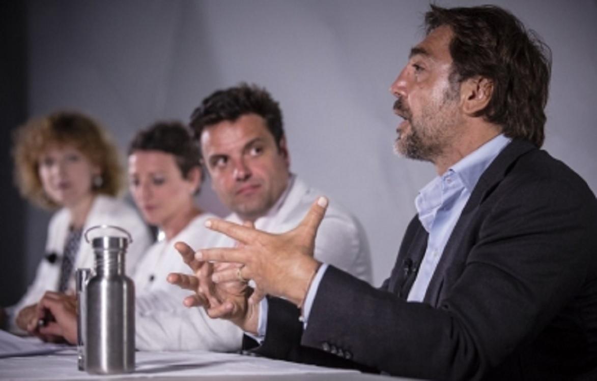 Piden actores españoles desbloqueo de barco para rescatar migrantes