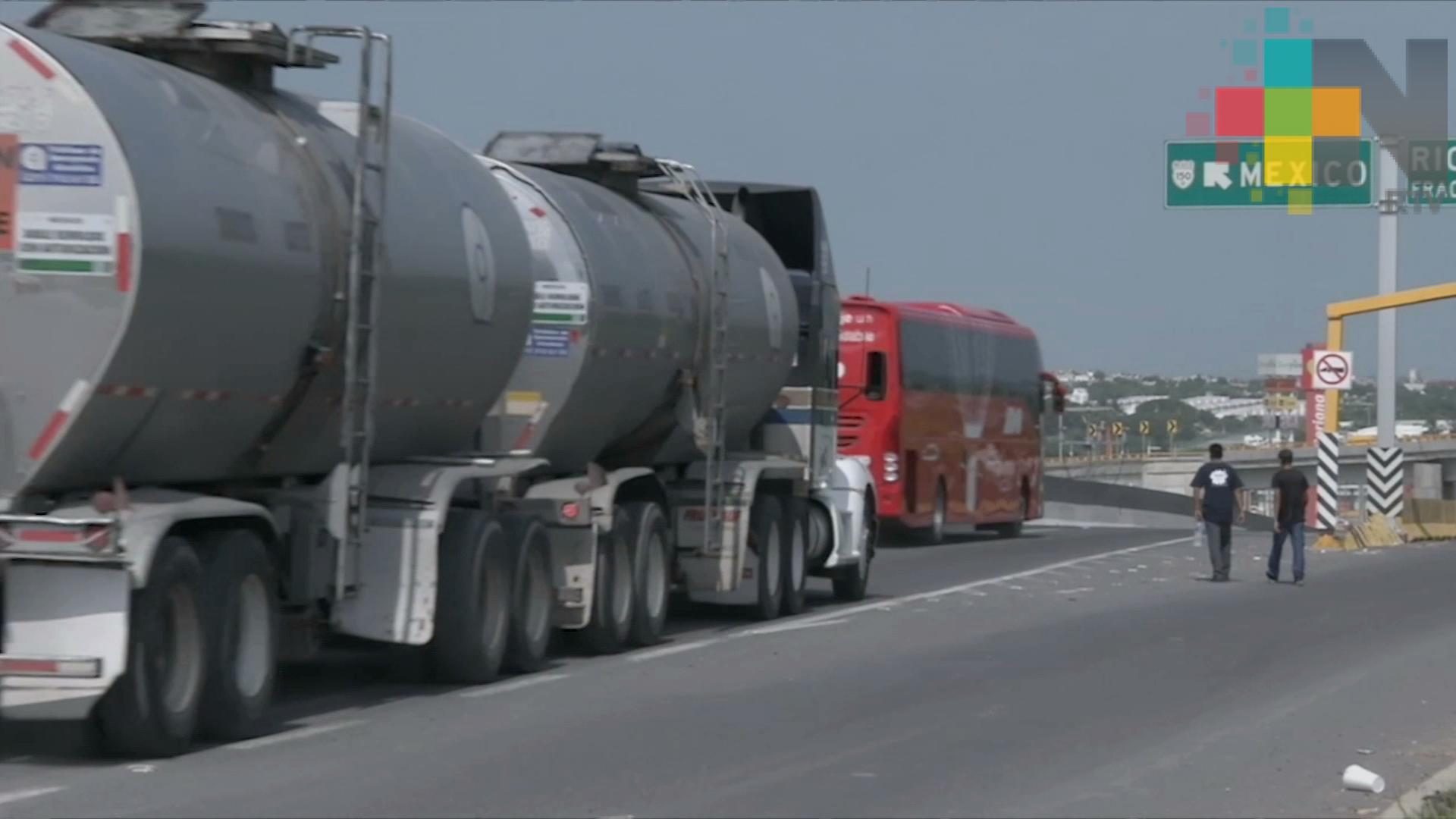 Gobierno federal contratará a dos mil choferes de pipas para distribuir gasolina
