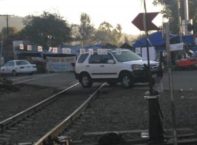 Docentes de Michoacán liberan vías ferroviarias