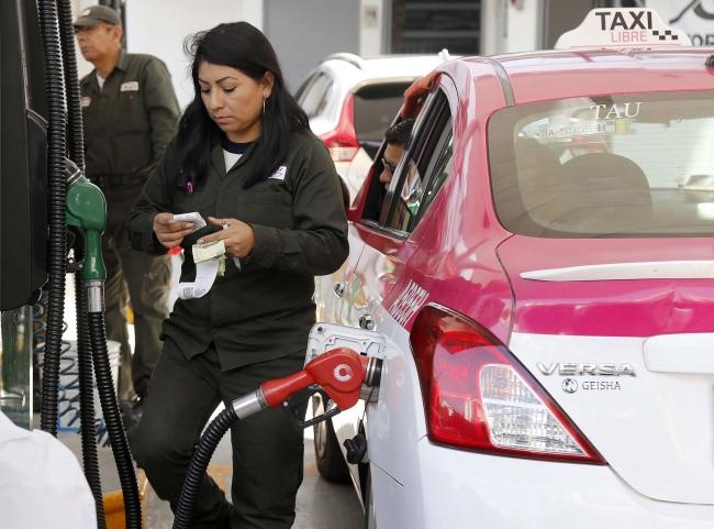 En CDMX plantean calendario de carga de gasolina por terminación de placas