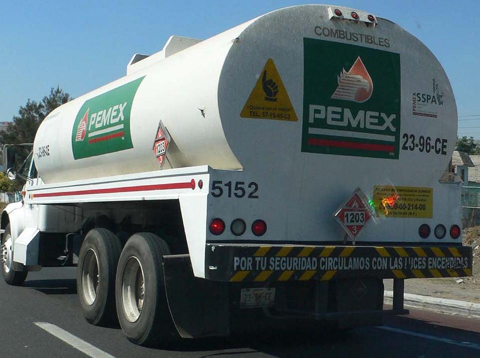 Detectan toma clandestina y aseguran hidrocarburo y vehículos