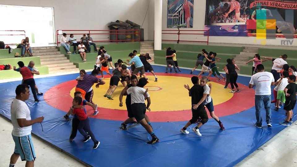 Torneo por invitación de luchas asociadas en Coatepec