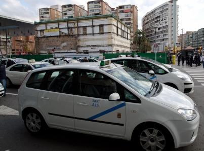 Sigue huelga de taxistas en Barcelona y los de Madrid anuncian paro