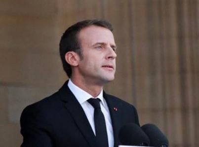 """Cae confianza en Macron mientras """"chalecos amarillos"""" salen a la calle"""
