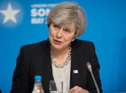 May reclama apoyo para superar moción de censura y resolver Brexit