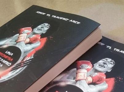 """""""Travieso"""" Arce presenta libro """"Una promesa que cambió mi vida"""""""