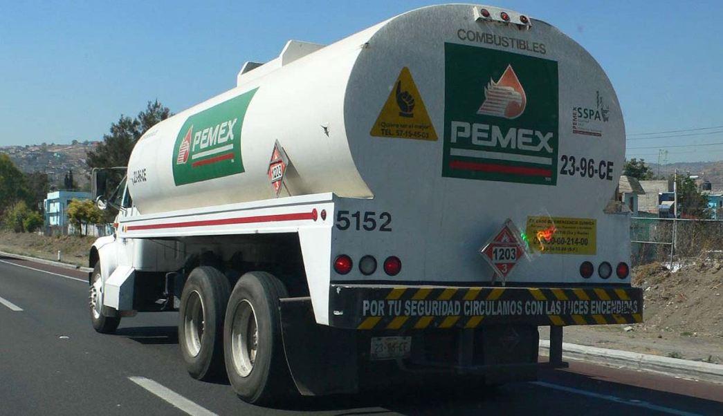 Escoltan 10 pipas con combustible de Veracruz a Puebla, Pachuca y CDMX