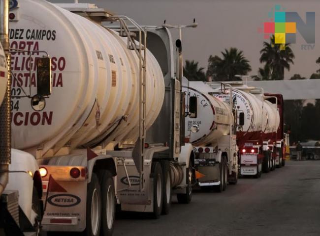 Gobierno compra 571 pipas para regularizar abasto de combustible: López Obrador