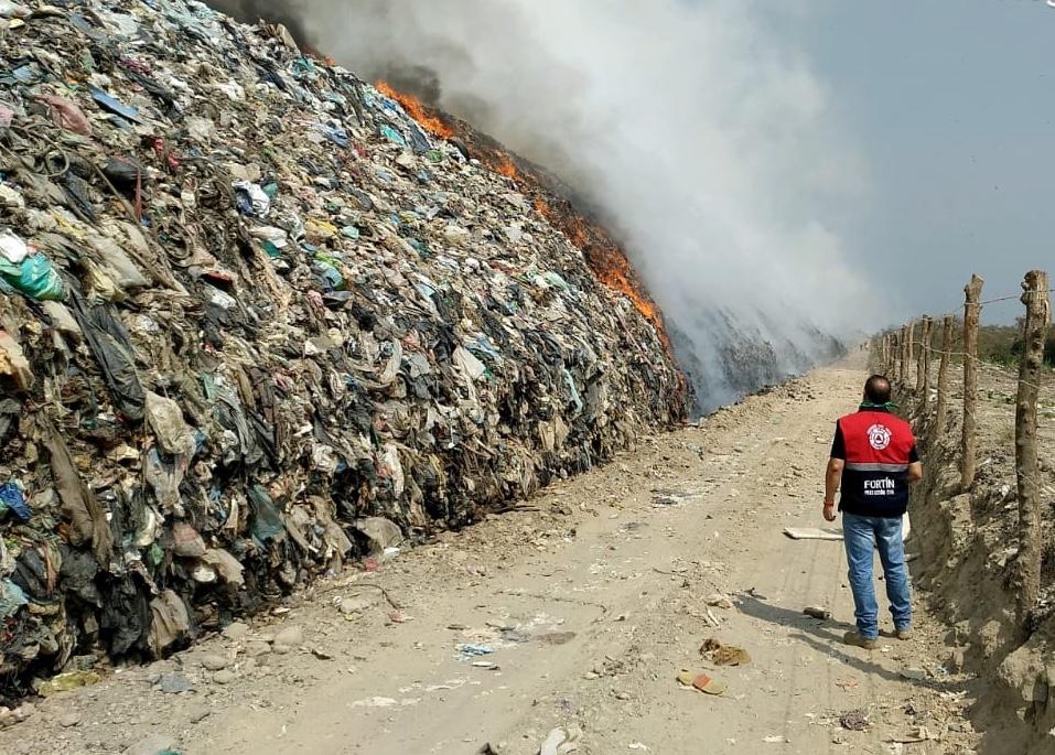 Se controló el incendio en basurero del municipio de Cuitláhuac