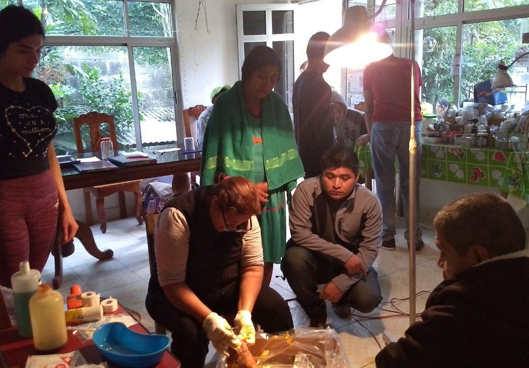 Cada semana, grupo de médicos realiza labor social con indígenas nahuas de Zontecomatlán