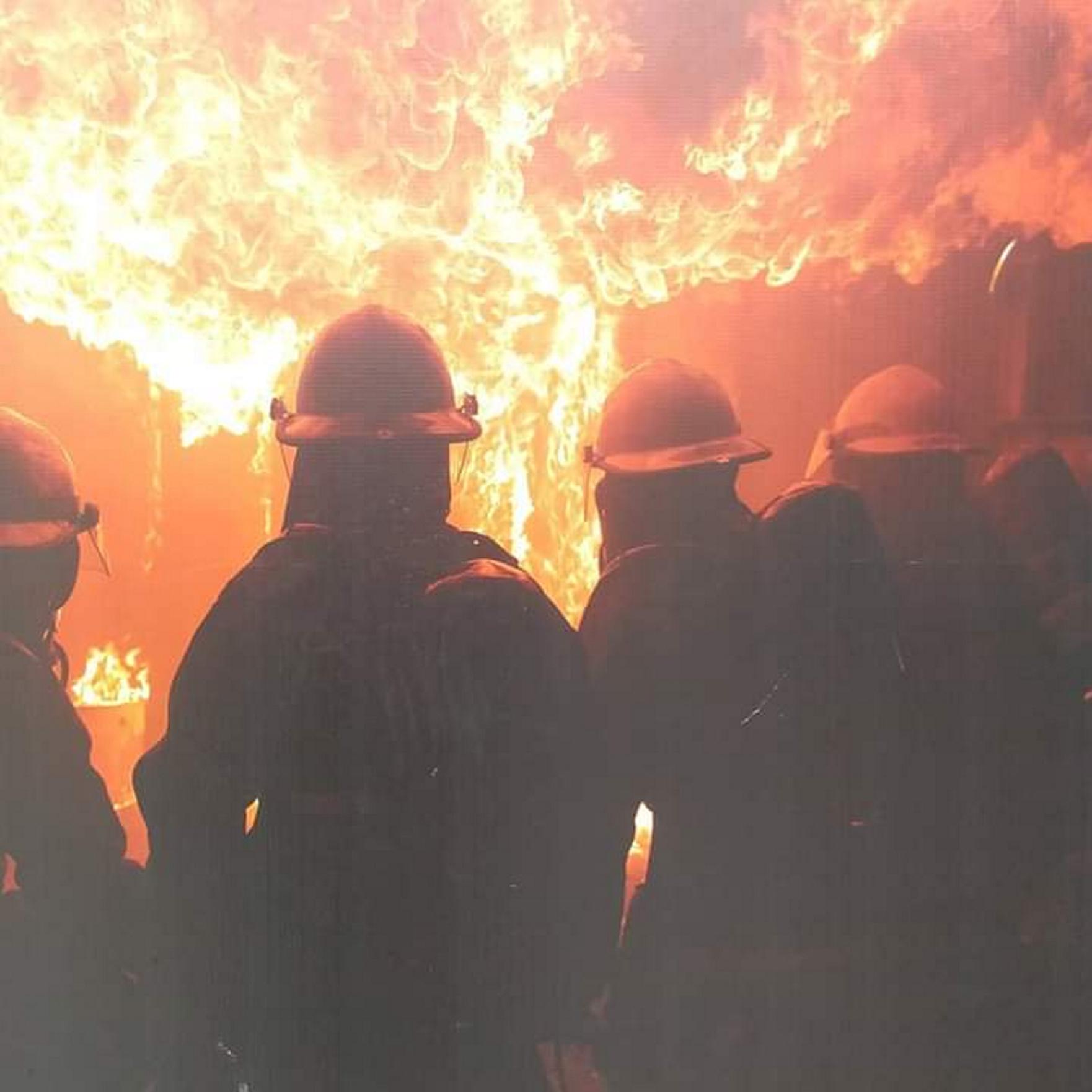 SEMAR capacita a personal contra incendio