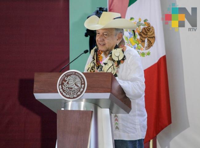 López Obrador inicia entrega de fertilizantes, pide evitar mercado negro