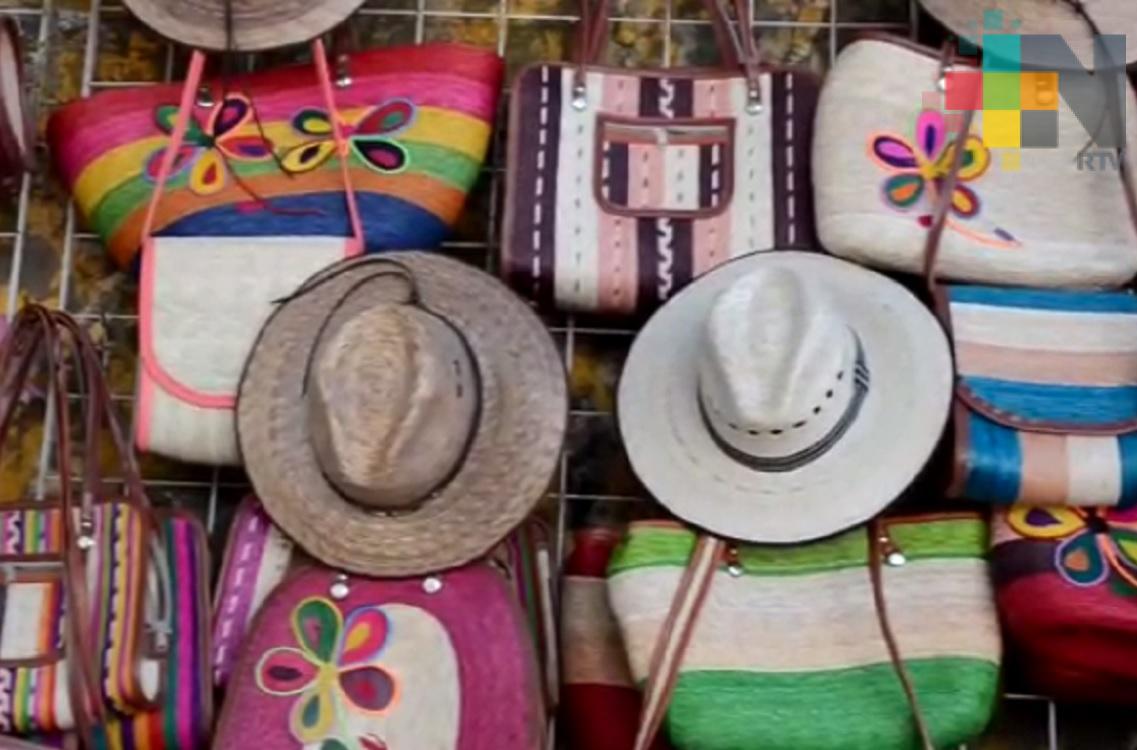 Artesanos indígenas invitan a turistas adquirir sus productos