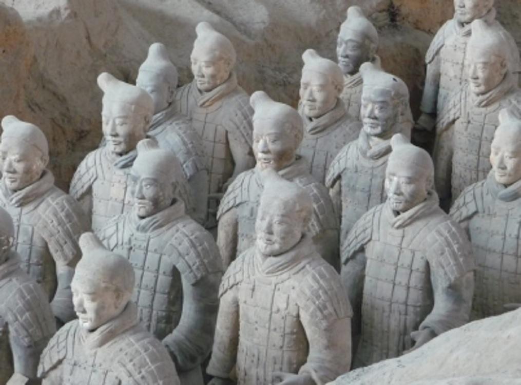 Descubren figuras de terracota pintadas de la Dinastía Han