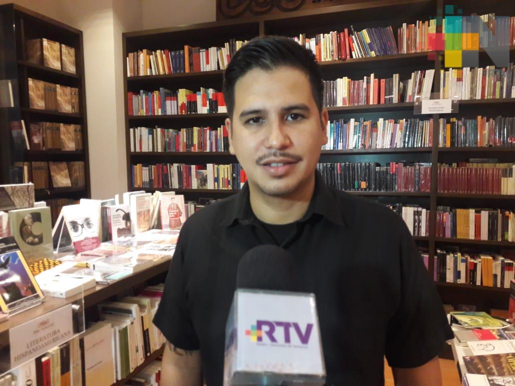 Presenta el fotoperiodista Félix Márquez su libro Testigo de la Violencia