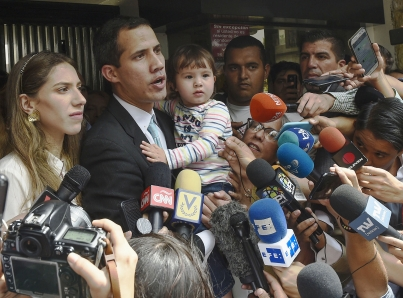 "Pide Guaidó ante oposición que militares permitan ""corredor humanitario"""