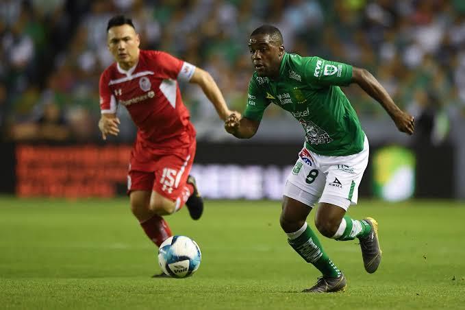 León ganó su cuarto juego en fila al vencer 3-0 a Toluca