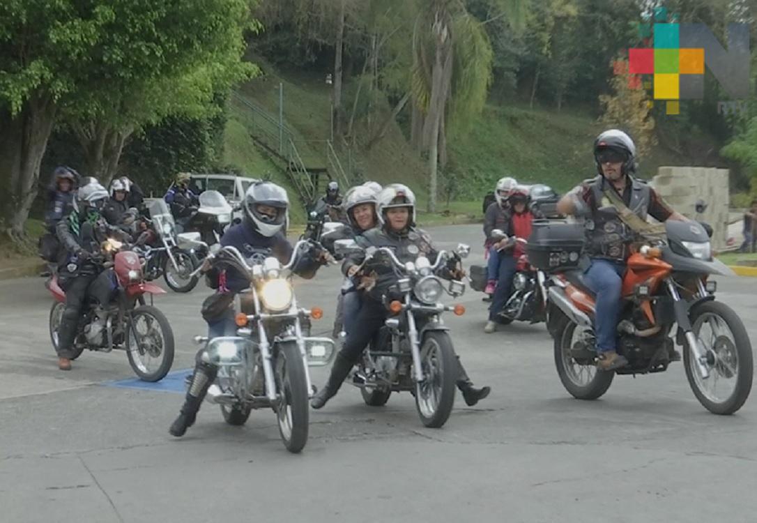 Motociclistas se manifiestan de forma pacífica, exigen reducción en cobro de las casetas de peaje