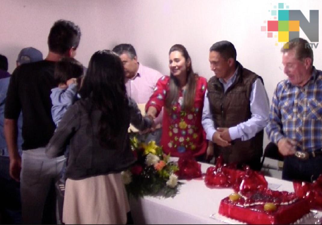 Realizan boda colectiva en Huayococotla