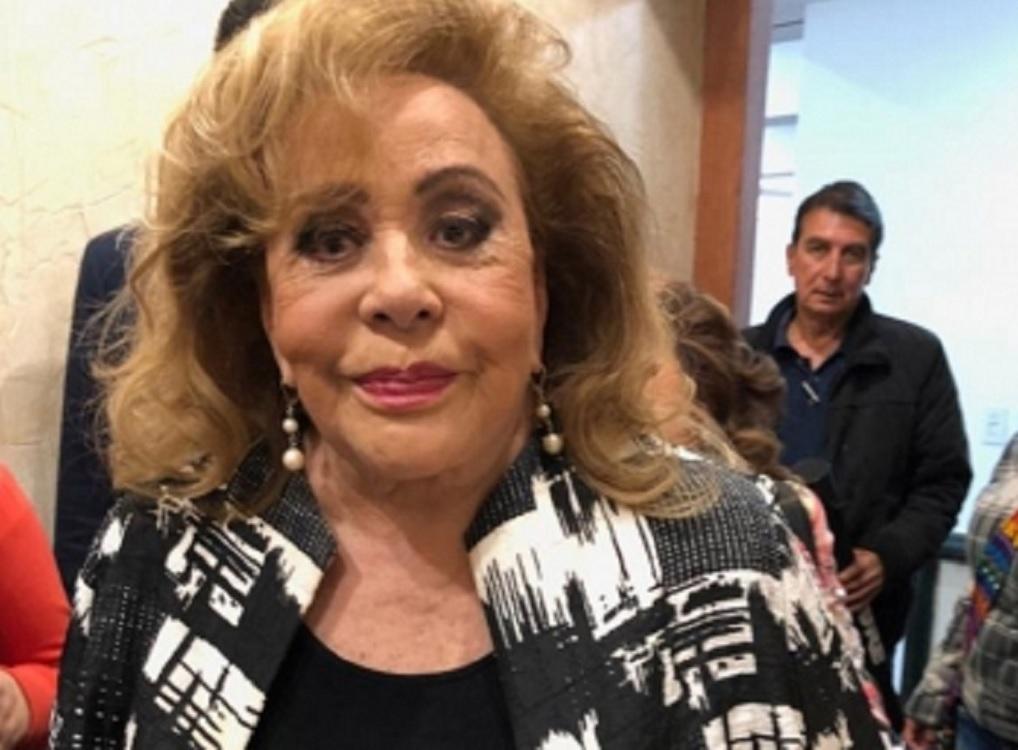 Atienden a Silvia Pinal de vías respiratorias: Carla Estrada